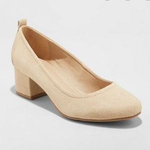 Closed Toe Nude Chunky Heel Pumps